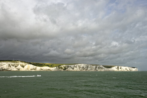 United Kingdom, Dover, view from English Channel to chalk cliffs - LBF01926