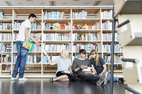Young male and female student in university library - MASF03838