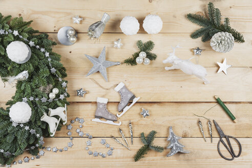 Advent wreath decoration items, self-made advent wreath with real fir tree green, DIY, glitter deer, snow ball candles, skates, birds, Christmas baubles, vintage icicles, wire, stars, scissors, fir cone - GWF05509