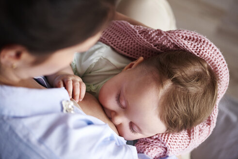 Mother breastfeeding her baby - ABIF00314