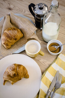 Italian cornetto on plate, French press and cappuccino - GIOF03913