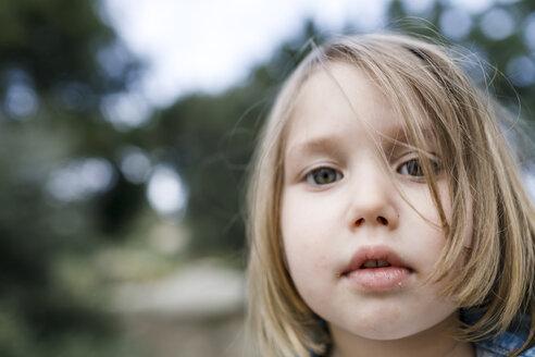 Portrait of blond little girl - KMKF00170