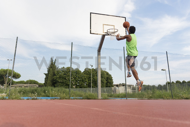Young man playing basketball - FMOF00352