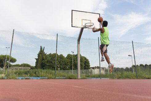Young man playing basketball - FMOF00352