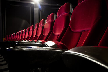 Row of red velvet seats in theater - MASF05964
