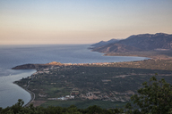 Greece, Peloponnese, Arcadia, Paralia Astros, View to Paralia Astros and fertile plain of Astros in the evening - MAMF00072
