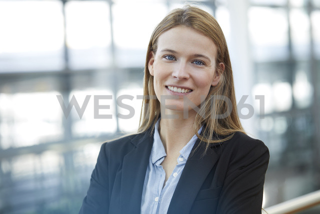Portrait of smiling young businesswoman - PNEF00608