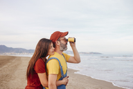 Couple with binoculars on the beach - RTBF01181