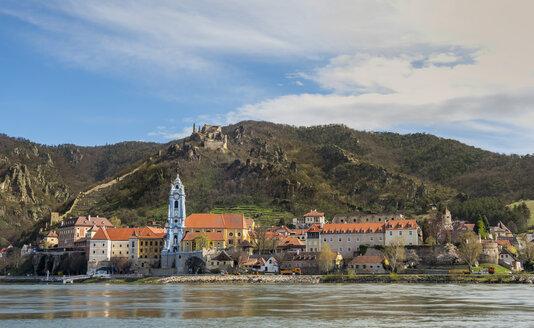 Austria, Lower Austria, Wachau, Duernstein with Burgruine Duernstein - EJWF00869