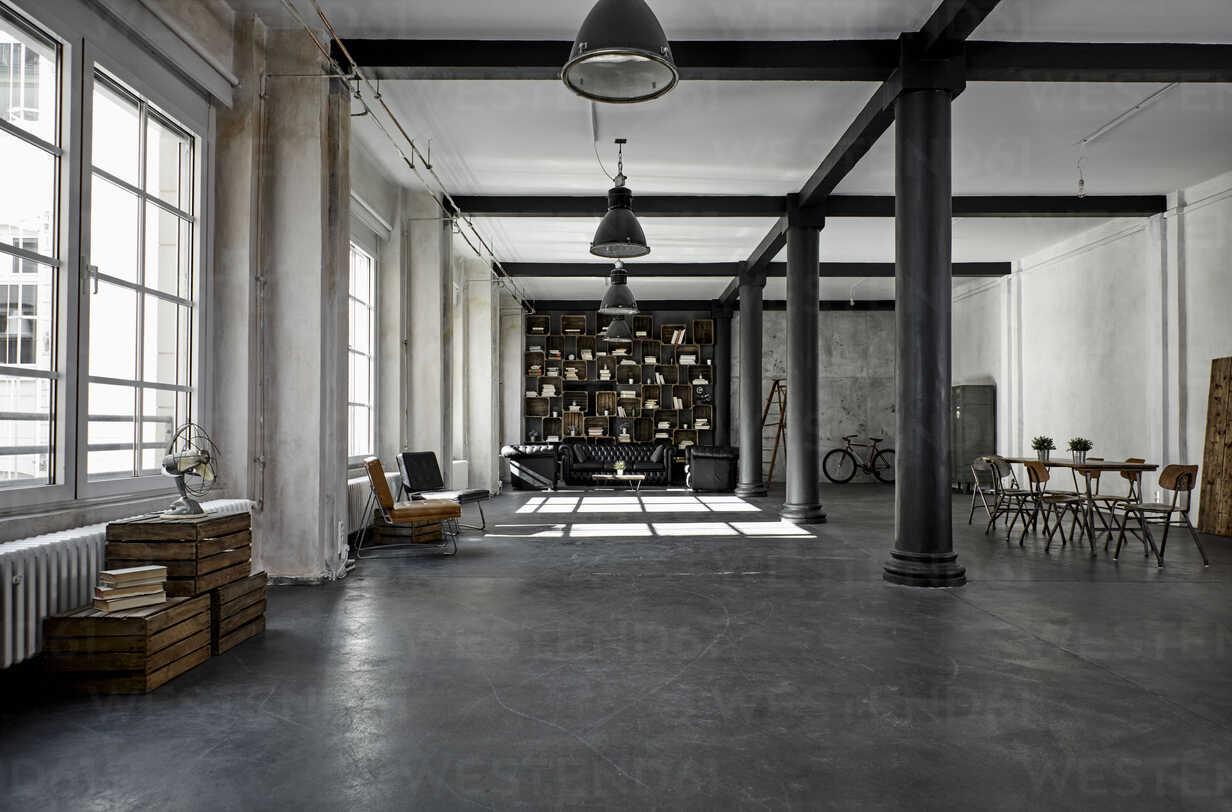 Interior of a loft flat - PDF01576 - Philipp Dimitri/Westend61