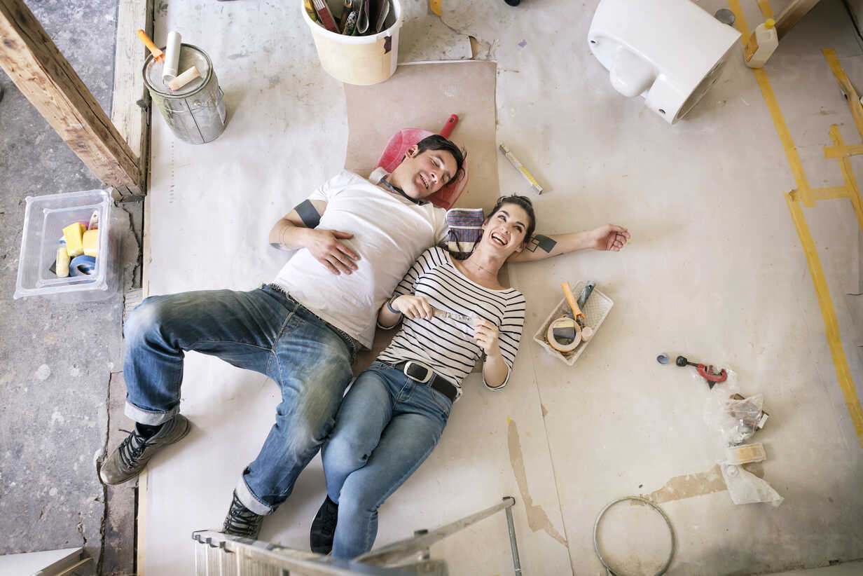 Happy couple renovating new home, taking a break, daydreaming - PESF01057 - Peter Scholl/Westend61