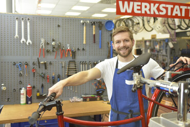 Bicycle mechanic in his repair shop, portrait - LYF00829