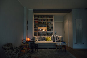 Couch in cozy living room - GUSF00667