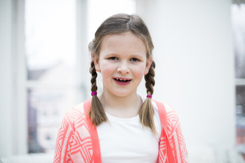 Portrait of smiling girl with braids - MOEF01088