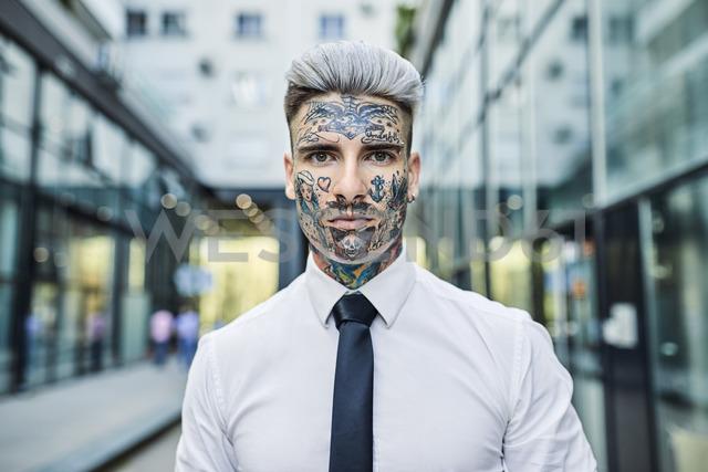 Young businessman with tattooed face, portrait - ZEDF01345 - Zeljko Dangubic/Westend61