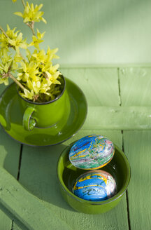 Easter eggs painted with nail varnish in bowl - GISF00323