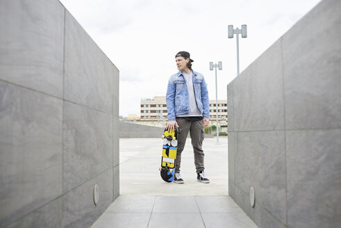 Young man skateboarding in the city - FMOF00358