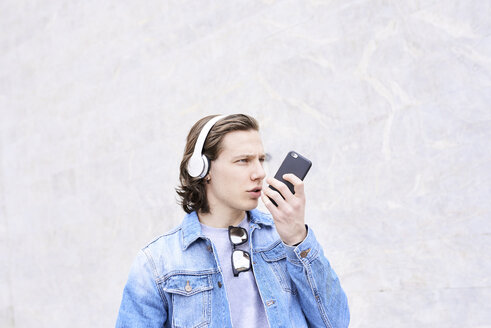 Young man in the city talking on the phone - FMOF00373