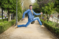 Young man jumping - JSMF00170