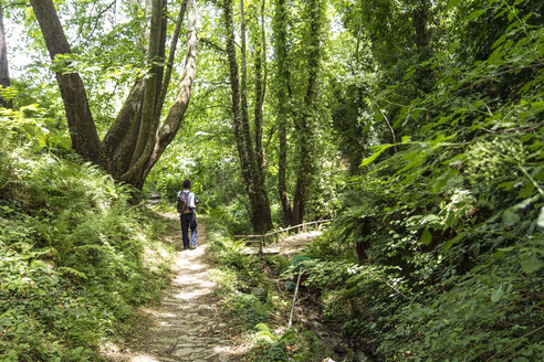 Greece, Pelion, Tsagarada, hiker on hiking trail - MAMF00088