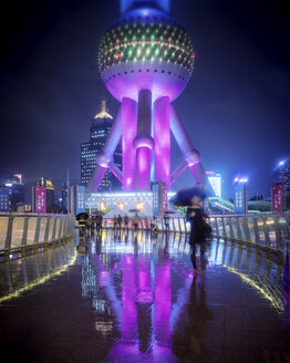China, Shanghai, Pudong, Oriental Pearl TV Tower and footbridge at rainy night - SPPF00034