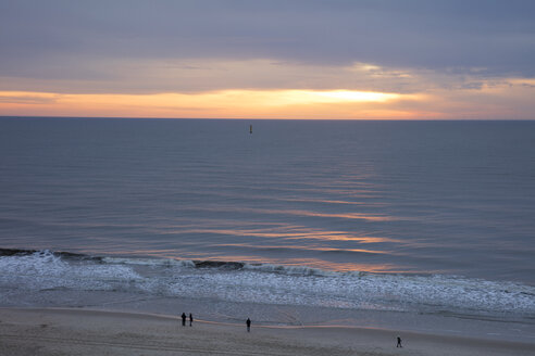 Germany, Schleswig-Holstein, North Frisia, Westerland, Sylt, beach at sunset - WIF03499
