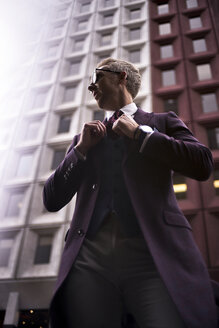 Fashion blogger Steve Tilbrook adjusting his tie - BEF00014