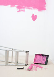 Painted heart on wall and spilt paint - CUF00492
