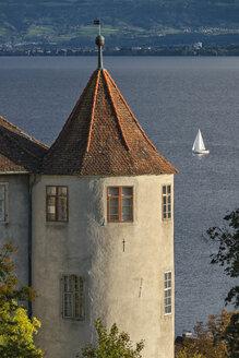 Germany, Baden-Wuerttemberg, Lake Constance, Uberling Lake, Meersburg, West tower of Castle and sailing boat - SH02024
