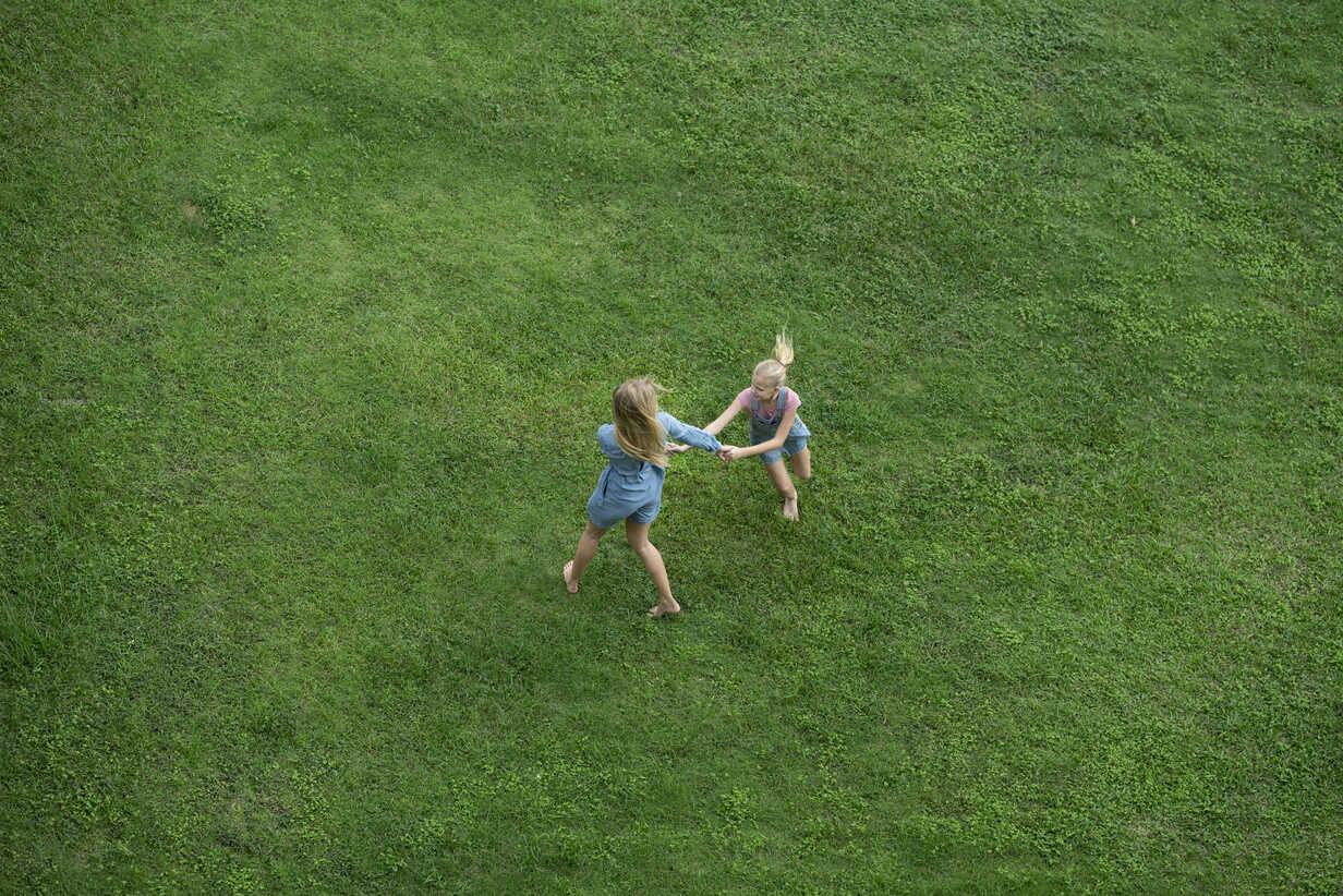 Bird's eye view of mother and daughter having fun in garden - SBOF01486 - Steve Brookland/Westend61