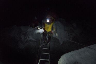Nepal, Solo Khumbu, Maountaineer climbing Everest Icefall at night - ALRF01068