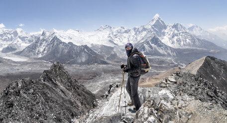 Nepal, Solo Khumbu, Everest, Mountaineer at Chukkung Ri - ALRF01080