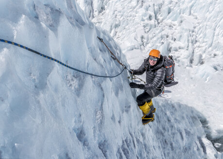 Nepal, Solo Khumbu, Everest, Mountaineers climbing on icefall - ALRF01113