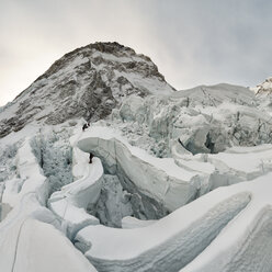 Nepal, Solo Khumbu, Mountaineer at Everest Icefall - ALRF01125