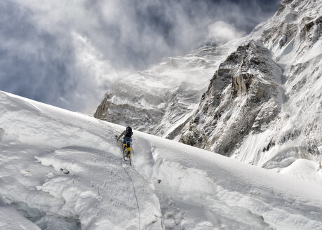 Nepal, Solo Khumbu, Everest, Mountaineer at Western Cwm - ALRF01140