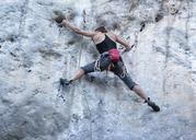 Thailand, Krabi, Chong Pli, woman climbing in rock wall - ALRF01164