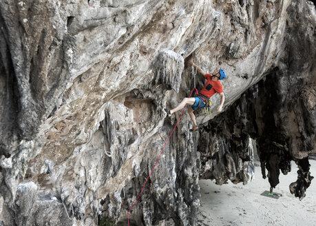Thailand, Krabi, Lao liang island, climber in rock wall - ALRF01185