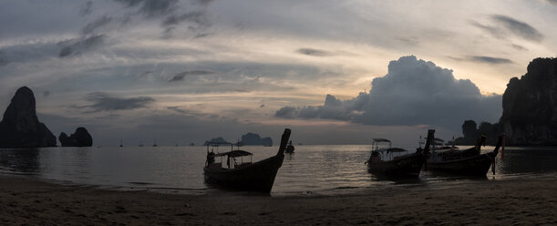 Thailand, Krabi, Railay beach, bay with long-tail boats floating on water at sunset - ALRF01188