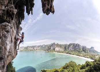 Thailand, Krabi, Thaiwand wall, woman climbing in rock wall above the sea - ALRF01197