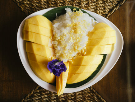 Thai mango with sweet sticky rice and coconut milk - GEMF01919