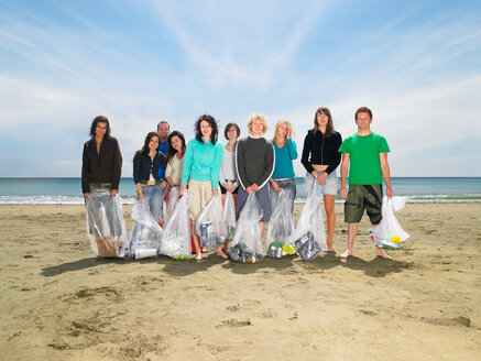 Young people collecting garbage on beach - CUF00930