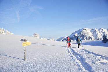 Austria, Tyrol, couple snowshoeing - CVF00417