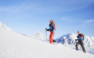 Austria, Tyrol, couple snowshoeing - CVF00420