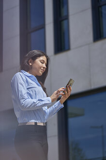 Content young businesswoman using cell phone - BEF00031