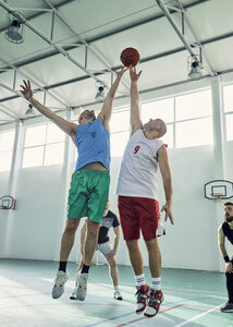 Men playing basketball, defence - ZEDF01356