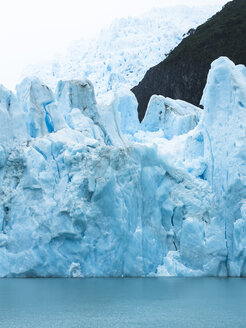 Argentina, Patagonia, El Calafate, Puerto Bandera, Lago Argentino, Parque Nacional Los Glaciares, Estancia Cristina, Spegazzini Glacier, iceberg - AMF05707
