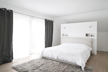 Spacious modern bedroom - PDF01632