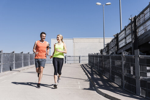 Fit couple jogging in the city - UUF13580