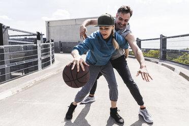 Man and woman playing basketball - UUF13640