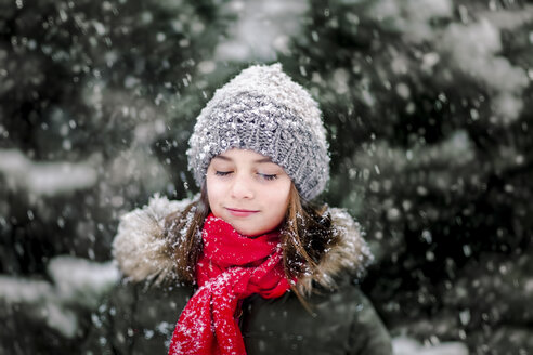 Portrait of girl in falling snow - CUF02087